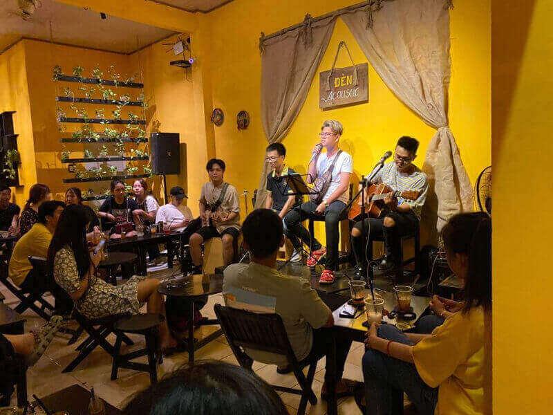 Đồ uống đóng góp phần quan trọng trong thành công của một quán cà phê, cho dù là acoustic hay là nhạc phát loa bình thường
