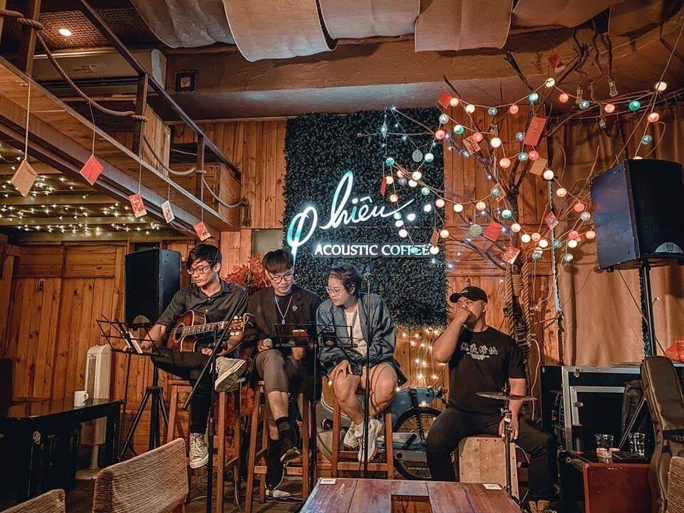 Để mở được một quán cà phê chú trọng vào acoustic có chất và đúng nghĩa, điều đầu tiên là bạn phải là người yêu nhạc